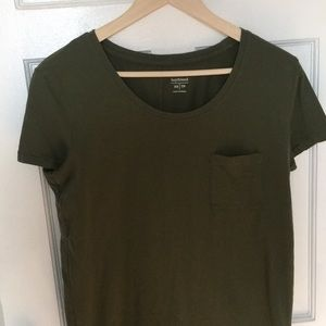 Old Navy olive green boyfriend style tee shirt